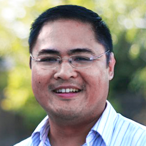 Edson Gonzales Outdoor Headshot